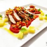 Filírovaná kuřecí prsa na pyré z paprik se zeleninovým concassé