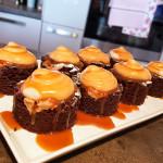 Brownies s krémem z arašídového másla a karamelem