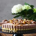 Čokoládový cheesecake s karamelem a ořechy