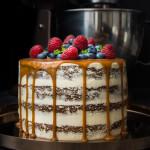 Mrkvový dort s karamelem a ovocem