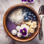 Smoothie bowl s borůvkami