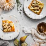 Slané koláčky se sýrem a hruškami