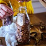 Granola s ořechy, kokosem a čokoládou